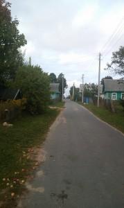 дорога справа(если лицом к участку)